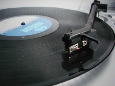 le tourne-disque et son 33 tours