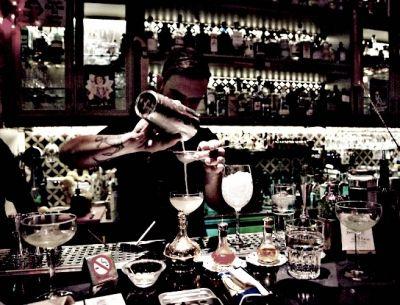 Τα αγαπημένα μας μπαρ στο κέντρο για να πιεις το ποτό σου