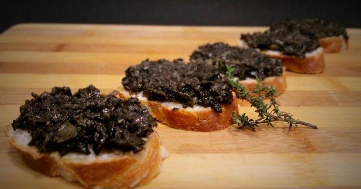 O el paté de aceitunas (olivas) negras que mejor queda para comer con unas tostaditas.
