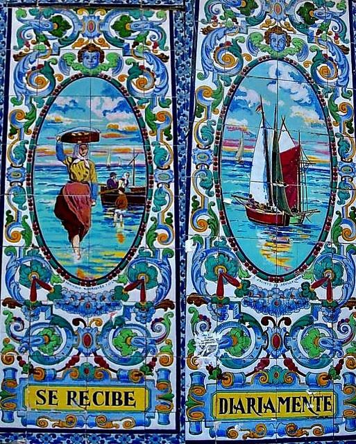 Azulejo en una pescadería de la calle Torrecilla del Leal. Madrid