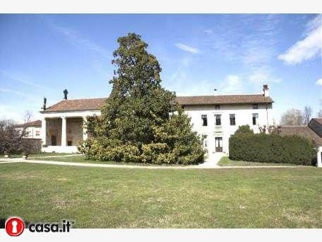 SANDRIGO Importante villa veneta risalente al 1570, costruita dal conte Sesso e composta di diversi corpi di fabbrica immersi in 2,5 Ha di parco