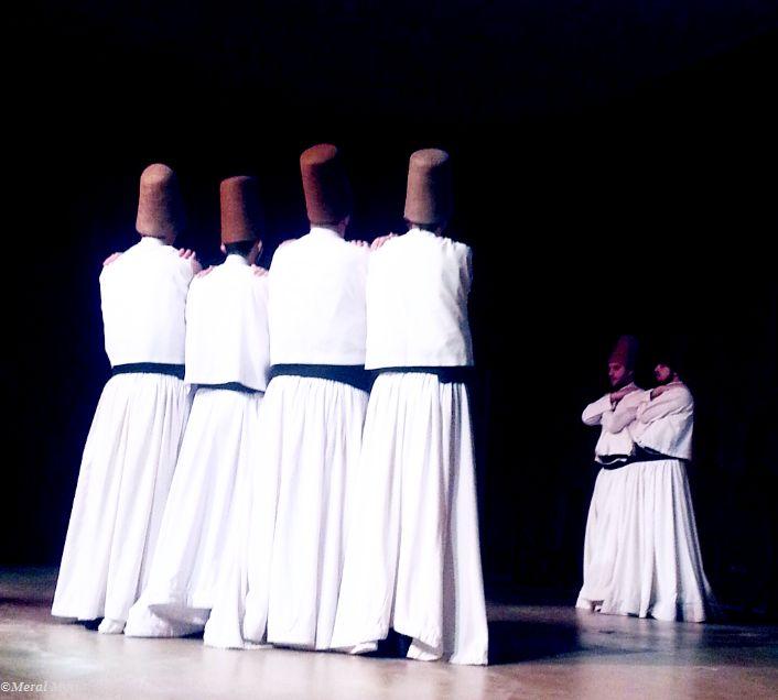 """""""Dua Allah'ın kapısını çalmaktır, gerisine karışmak ise haddi aşmaktır.""""   /Hz.Mevlana/"""