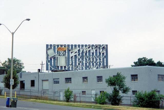 Por motivos de rentabilidad financiera, Zippo Canadá cerró el 31 de julio de 2002. #zippo #canada #lighter #cigar #factory #glamour #gentlemen #flame #luxury