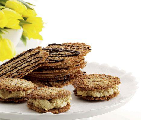 Disse lækre, sprøde kager er fine til en kop kaffe eller som tilbehør til is eller frugtsalat.