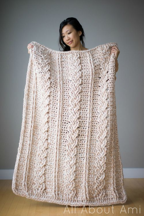 Chunkх p   p .Braided Cabled Blanket - free crochet pattern and tutorial by Ste phanie Lau at All About Ami. Gorgeous.