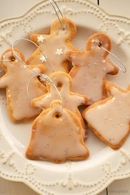 Ho, Ho, Ho!!!   O Natal está quase a chegar...por isso hoje vamos fazer...bolachas!   Adoro a quadra natalícia e para entrar já no esp...