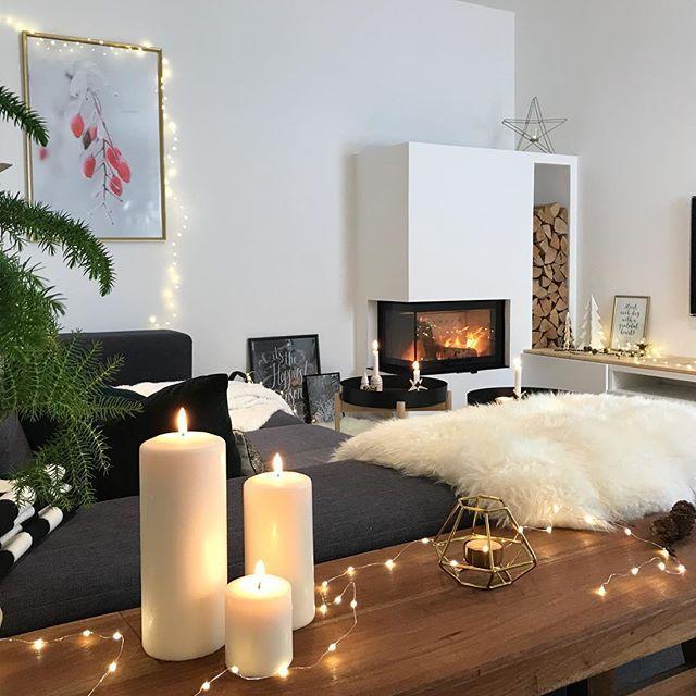 Weihnachtsdeko 2017: ✔️. Ob ich mal 22 Tage durchhalte, nichts umzustellen 🙈. Ach quatsch! Das geht doch gar nicht 😀. Aber heute abend bleibt's so 😊. Machen uns jetzt auf Pünktchens Wunsch Ofenkäse und dann gibt's einen superentspannten Familien-TV-Abend 👨👩👧🍫🍿🍷 #kitschigkannich 👍🏻😉. Wünsche Euch auch einen ruhigen Abend - bis morgen. Schön, dass Ihr alle da seid 😊😊😊. #happy .  .  .  .  .  #hygge #cozy #home #candlelight #myhome #instahome #instagood #instadecor…
