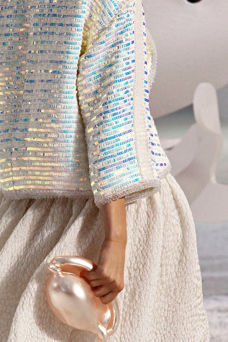 Still longing for this pearlescent Chanel purse. Sigh...Shells, Fashion Details, Style, Chanel Spring Summe, Chanel Ss2012, Chanel Jackets, Chanel Clutches, Fashion Inspiration, Chanel Springsummer