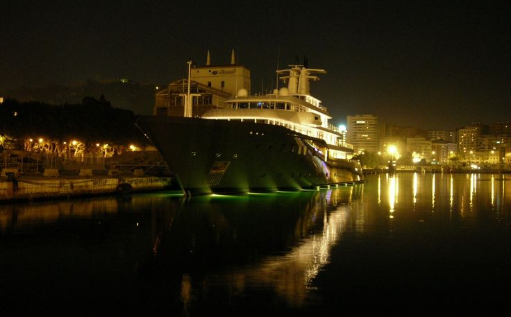 Malaga - port nocą.