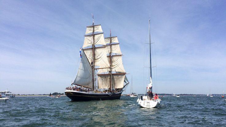 Samedi 27 mai, à 16 h 15, l'équipe de Littoral vous donne rendez-vous en direct à Port-Blanc, pour une émission spéciale. Vivez avec nous la Grande parade de la semaine du Golfe du Morbihan, que ce soit sur les bateaux, ou sur les pontons !