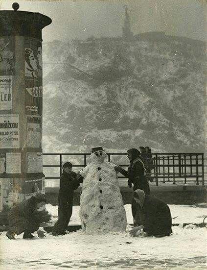 1960. Hóember a Dunaparton.