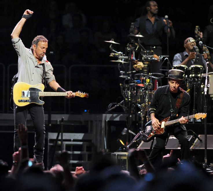 Photos: Bruce Springsteen concert ... I was wondering whether to pin this to the Art board or not ..... the E Street Band belongs to the Art board too ;) <3
