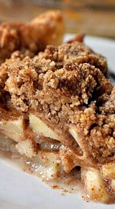Apple Crumb Pie - The buttery, streusel-y topping makes this a really great apple crisp/apple pie combo. ❊