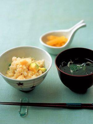 【ELLE a table】百合根とアボカドの炊き込みごはん&白魚とわかめのおすましレシピ|エル・オンライン