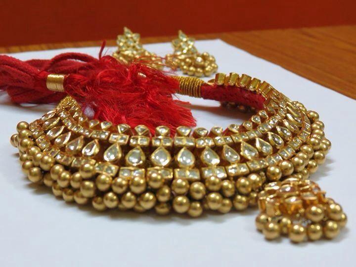 A Maharashtrian gold necklace with Kundan work. Description by Pinner Mahua Roy…