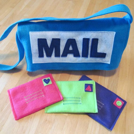 Felt Mail Carrier Messenger Bag with 3 Envelopes. Addi would loooove this!