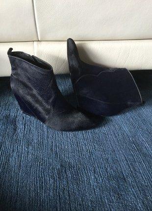 Kaufe meinen Artikel bei #Kleiderkreisel http://www.kleiderkreisel.de/damenschuhe/stiefeletten/137495381-neustylischvoll-im-trendmarineblauebooties-gr-37-4-12-ks