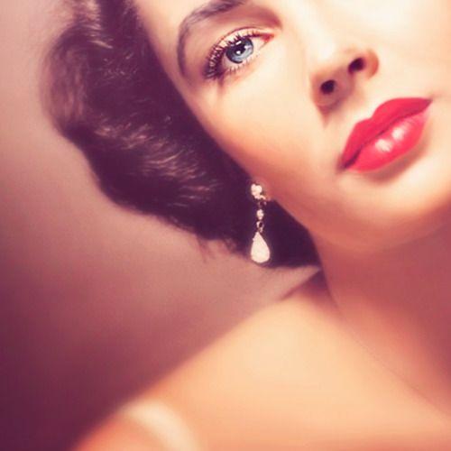 elizabeth taylor  such a pretty lip color!