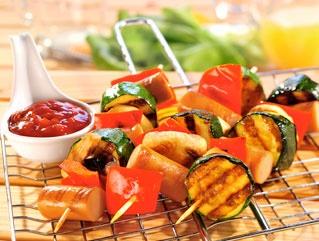 Szaszłyki z parówkami/ Skewers with sausages, www.winiary.pl