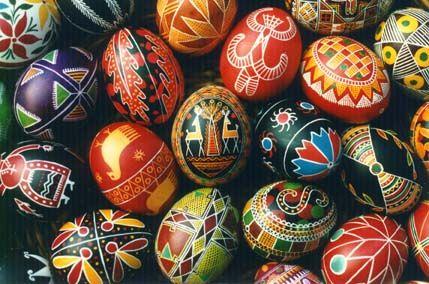 Pysanky - huevos decorados del este europeo que se usan como #amuletos de #fertilidad, prosperidad y protección.
