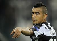 The Football News Network: Manchester United to swap Robin Van Persie for Arturo Vidal