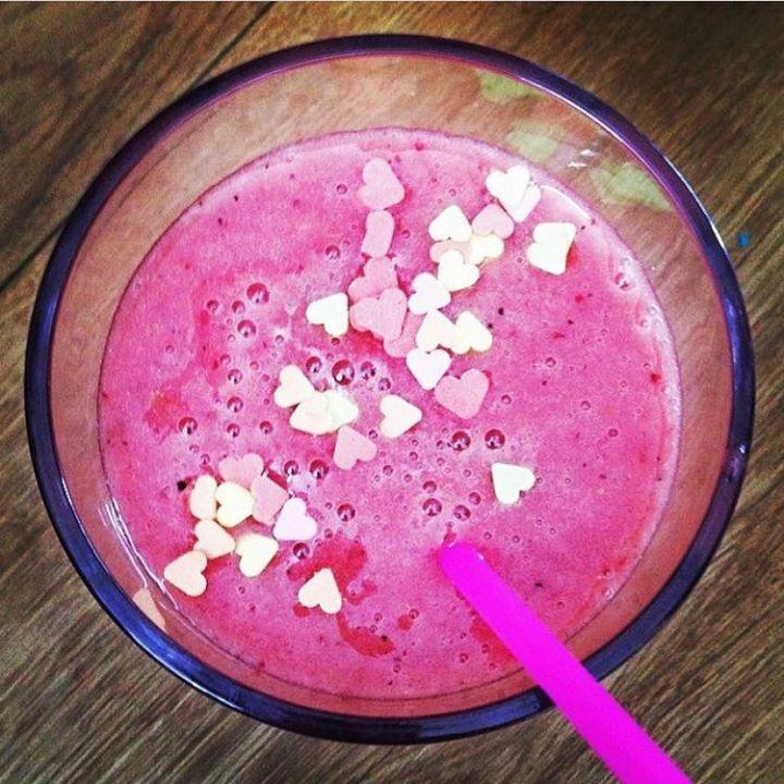 De winnaar is... Lovely Pink! Een heerlijke combinatie van kokoswater, bosvruchten, mango en banaan, door Bianca van Leur. Deze smoothie staat binnenkort bij Albert Heijn in het schap, we houden jullie op de hoogte. Bianca, gefeliciteerd!