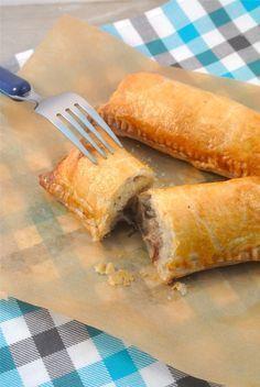 Gemakkelijke Kroketbroodjes - (bevroren kroket en een bladerdeegplakje +wat ei om in te smeren)