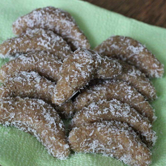 Raw ořechové rohlíčky