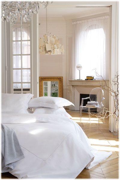Linge de lit Alexandre Turpault  modèle Venise disponible sur www.grandes-marques.fr   #white #homedecor #fun #style #moderne #roomgirl
