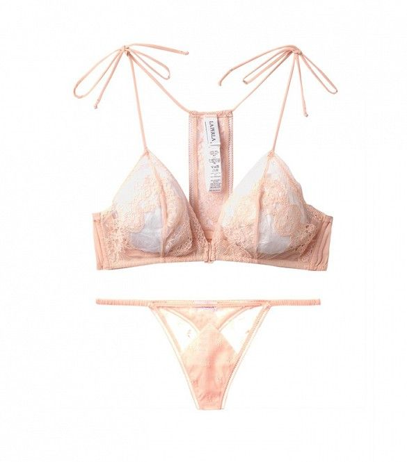 We're completely smitten with this gorgeous feminine lingerie set. // Saree Soft-Cup Lace Bra by La Perla