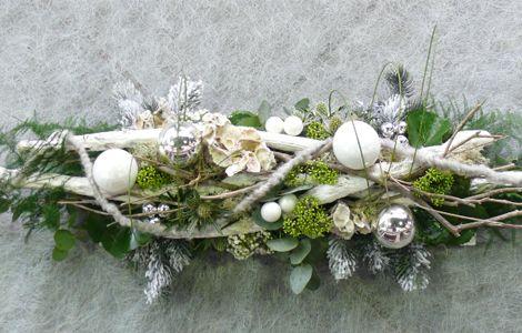 Je eigen kerststuk in de woonkamer Je wordt begeleid door vakbekwame bloembinders Workshop in traditionele of moderne stijl Voor jong en oud geen ervaring nodig Inclusief hapje, drankje en de materialen