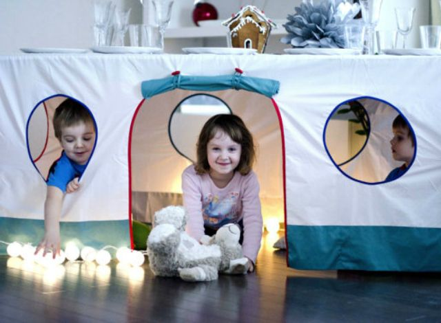 Tablecloth Play House - what a great way to inspire play and imagination with your little ones!: Tablecloths Playhouses, Gifts Ideas, For Kids, Kids Stuff, Playhouses Tablecloths, Tablecloths Plays, Sewing Diy, Plays Houses, Bulbul Playhouses