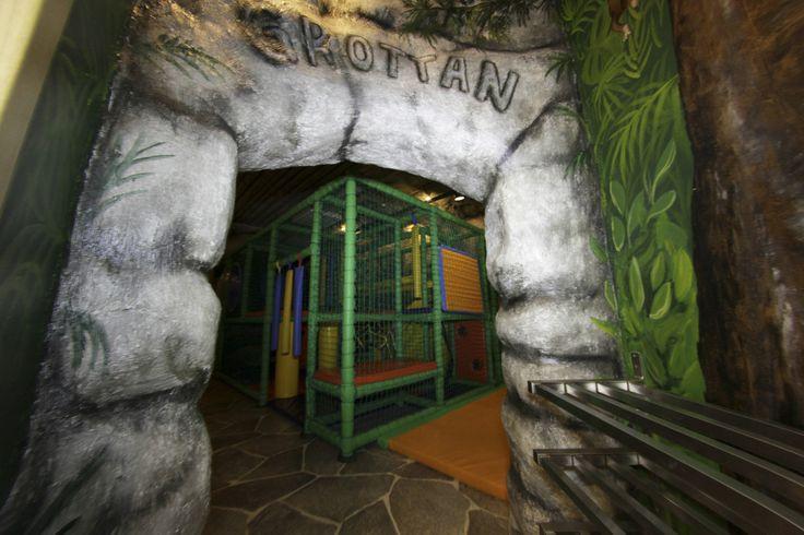En favorit bland barnen. Vi har en lekställning inomhus som är tillgänglig för våra gäster året runt.
