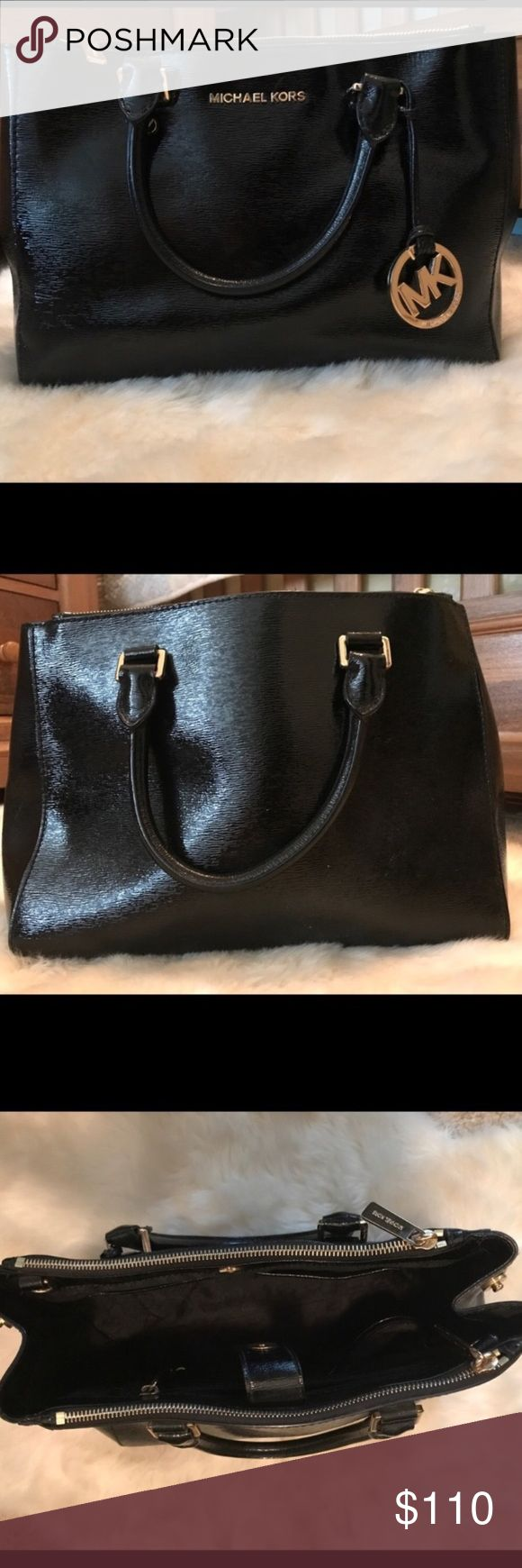 Michael Kors purse Perfect condition with a few minor scratches but not even noticeable! Taking offers Michael Kors Bags Shoulder Bags