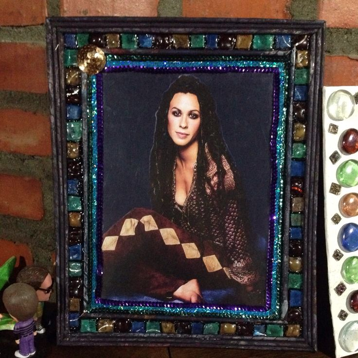 Another picture frame using only recyclables... #AlanisMorissette