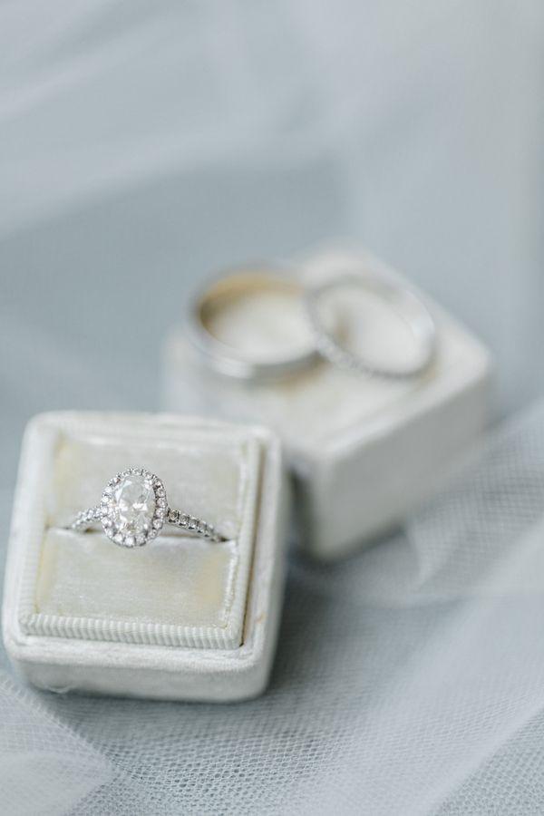 Heather Jared S Navy Blue And White Scottsdale Resort Wedding Cake Lace Wedding Blog Gold Wedding Rings White Gold Wedding Rings White Gold Wedding Bands