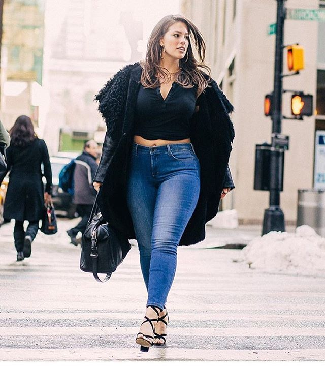 #StreetStyle wearing @NYDJ top & jeans 📸 @frankie_marin -tap for outfits deets- #FitToBe Flawless