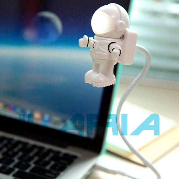 Lampara USB con 2 Leds ultra Brillantes ideal para iluminar tu teclado, texto de un libro o algo proximo a tu computadora, diseñado en forma de Astronauta te permite agregar modernismo y creatividad a tu oficina.
