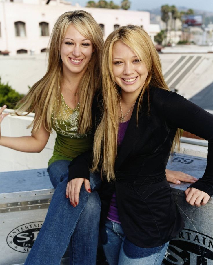 They look so young and cute here!! Love Hilary&Haylie Duff hair <3