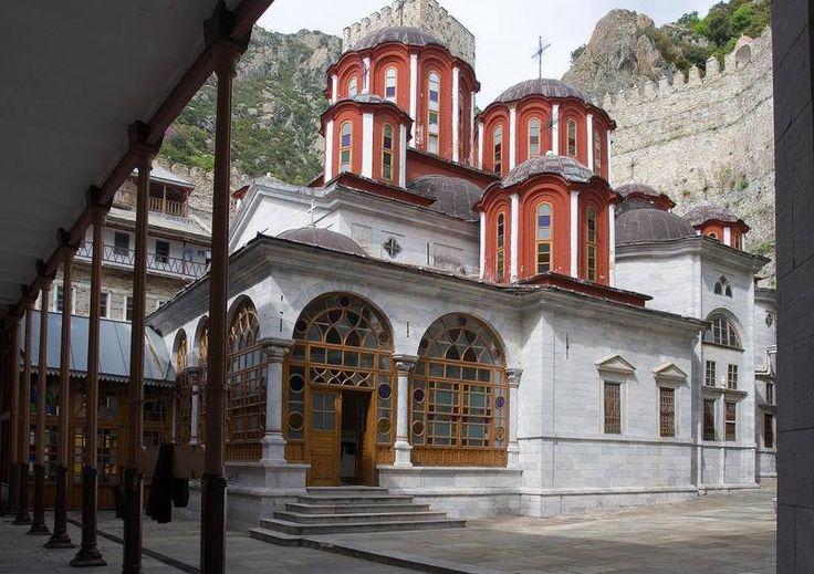 Το καθολικό της Μονής του Αγίου Παύλου - The katholikon of the Holy Monastery of St. Paul