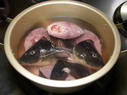 images of 鯉こく | 1、鍋に切身(頭も入れると良いダシが出ます)と ...