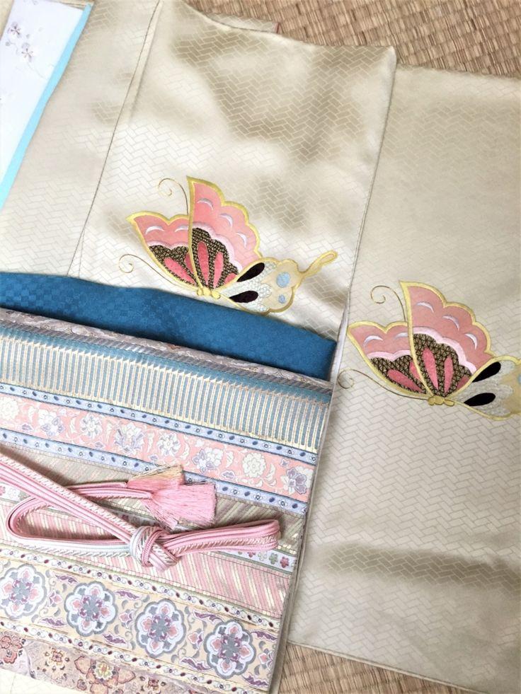〈結婚式*クリーム地蝶々アンティーク訪問着〉   きもの六花(ricca)は、大阪・北区・中崎町の和裁・着付け・着物販売・着物レンタル・和裁教室・着付け教室・和装婚礼・着物お仕立てのお店です。