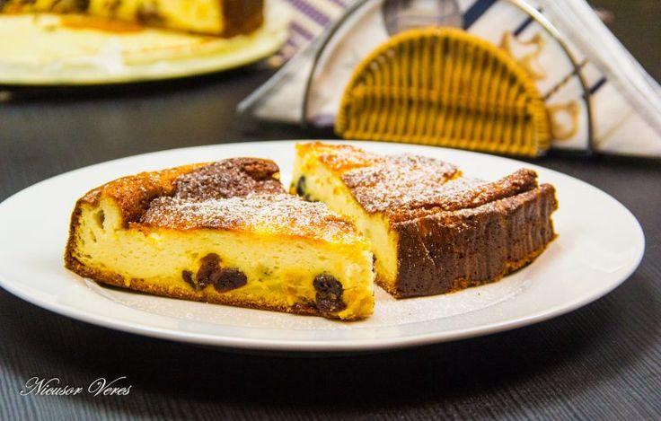 Prajitura Cu Branza, Lamaie Si Stafide, o prajitura racoritoare de vara.Aceasta prajitura cu branza, lamaie si stafide se incepe prin prepararea aluatului : se