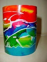 waxinehouder met lijm, ecoline en olie. alleen de primaire kleuren, de andere kleuren vormen zich vanzelf