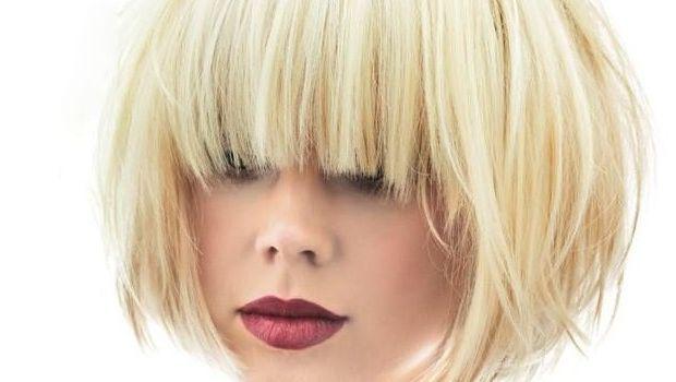 I 5 tagli per capelli medi con frangia sfilata