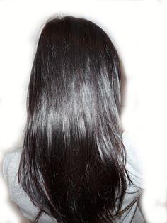 Le henné gloss est un soin fortifiant qui redonne brillance à votre chevelure. Il peut être utilisé en soin de dernière minute, idéal en ce moment avant les fêtes ! Le henné gloss agit comme un coup d'éclat pour rendre vos cheveux doux en lissant la fibre...