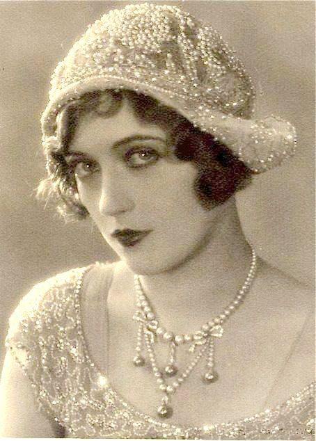 Pulseira Art Deco antiga, Pave Strass Pulseira de noiva com elos largos, Pasta de prata para casamento vintage Declaração de jóias de Gatsby Flapper da década de 1920   – References
