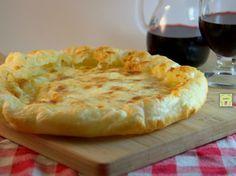 Sfogliata allo stracchino ricetta facile e veloce di una deliziosa torta salata molto gustosa con pochissimi ingredienti