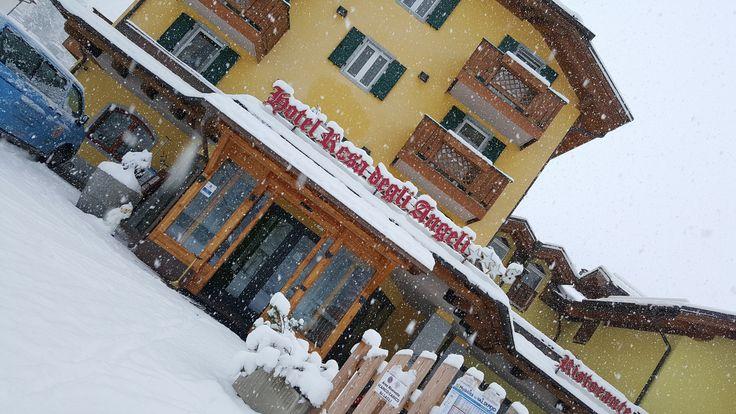 In #diretta da #pejo... Lo staff dell'hotel vi aspetta! #rosadegliangeli #snow #trentinowow #valdisoledavivere
