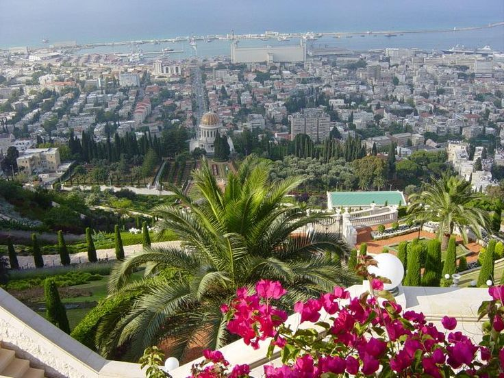 Never wanted to visit Israel until I found photos of Haifa. The gardens are so beautiful.
